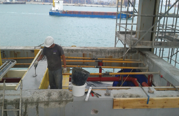 STRUCTURAL REPAIR OF REINFORCED CONCRETE OF JETTY <br> Port de Barcelona.